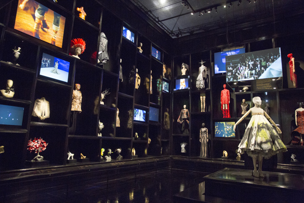 alexander mcqueen at the v&a - colourliving